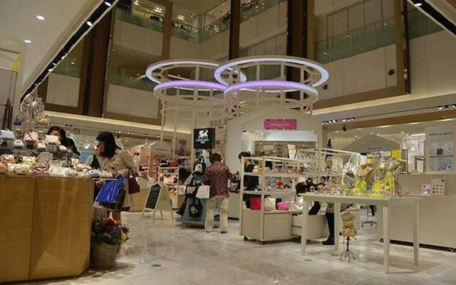 大阪の新ファッションビル「ルクア1100(イーレ)」