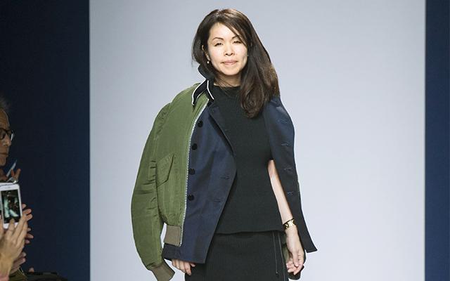 パリで発表した2015-16年秋冬コレクションのフィナーレに登場した阿部千登勢デザイナー