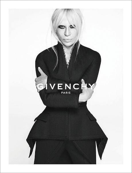 「ジバンシィ(GIVENCHY)」2015-16年秋の広告ビジュアルに登場したドナテラ・ヴェルサーチ(Donatella Versace)