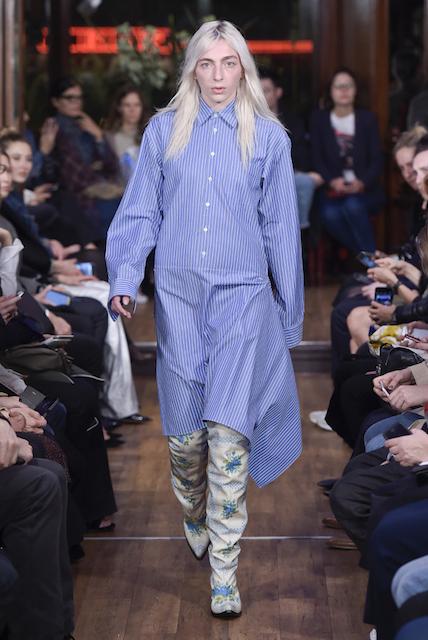 「ヴェトモン」2016年春夏コレクションから (c) Fairchild Fashion Media