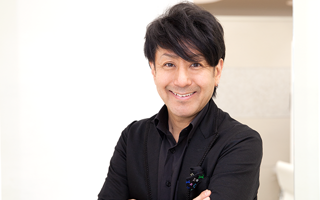 野沢道生/「ミチオ ノザワ ヘアサロン ギンザ(Michio Nozawa HAIR SALON Ginza)」代表 PROFILE:カリスマブームをけん引し、前サロンを展開した後、2015年11月に「ミチオ ノザワ ヘアサロン ギンザ」をオープン。独自の美容理論で、流行のヘアスタイルを次々と生み出してきた「似合わせの達人」でもあり、モデル、タレントなどの著名人からも幅広い支持を集める。現在はサロンワークのみならず、 オリジナルヘアケア商品の開発やテレビ出演、ヘアショー、セミナーなどで日本が誇る美容技術を世界に発信し続けている