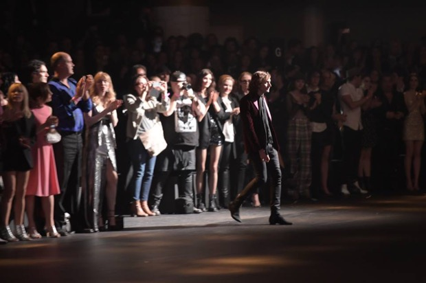 LAのショーでフィナーレで登場エディ・スリマン Photo by Giovanni Giannoni/WWD (c) Fairchild Fashion Media