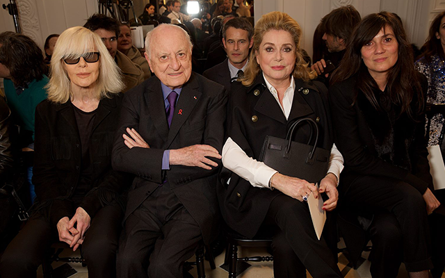 左からベティ・カトルー、ピエール・ベルジェ、カトリーヌ・ドヌーヴ