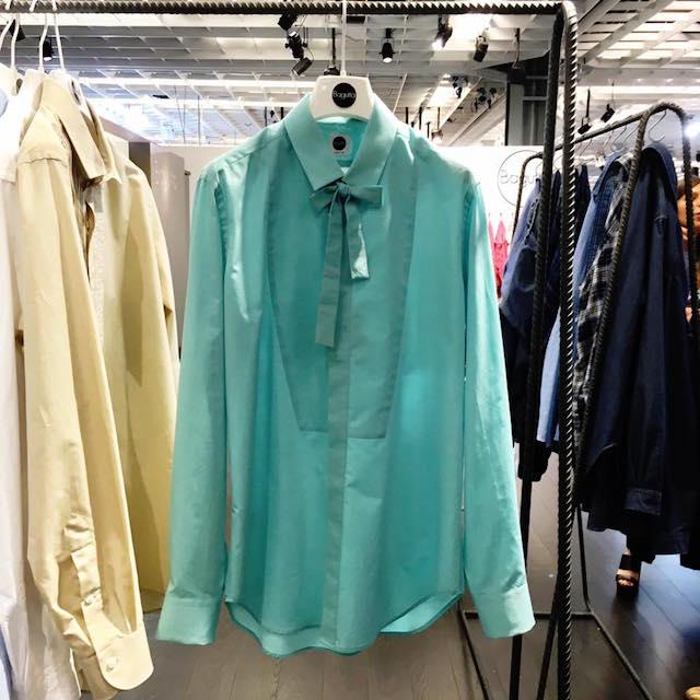 パステルカラーが印象的な「バグッタ」のリボンシャツ
