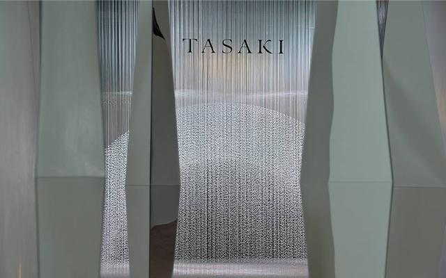 18万粒の真珠を使った総額8億円のパールスノードームを設けた「タサキ」の60周年パーティー