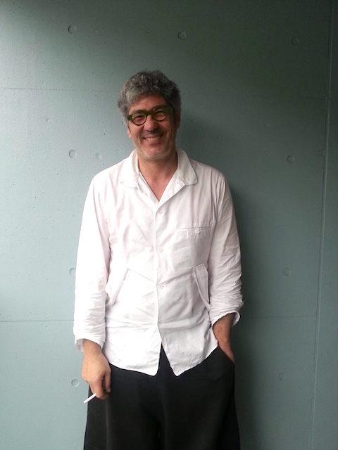 PROFILE:1967年12月28日フランス・トゥールーズ生まれ。トゥールーズ大学数理経済学部で数理経済学を学ぶ。卒業後、パリのクレディ・リヨネ経済調査センターに在籍。その後、2年間世界中を旅する。ベルギー・ブリュッセルの映画製作会社を経て、マルセイユ国際ドキュメンタリー映画祭のディレクターに就任。6年後、アニエスベーに依頼を受け、日本での「アニエスベー」のブランディングングと文化事業推進のために2004年に来日。07年女優の寺島しのぶと結婚。同年、クリエイティブ・スタジオ、ラ・ボワットを立ち上げる