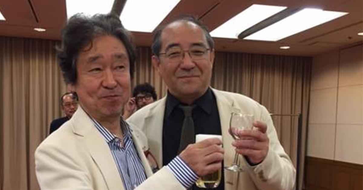 故織田晃さん(左)と筆者
