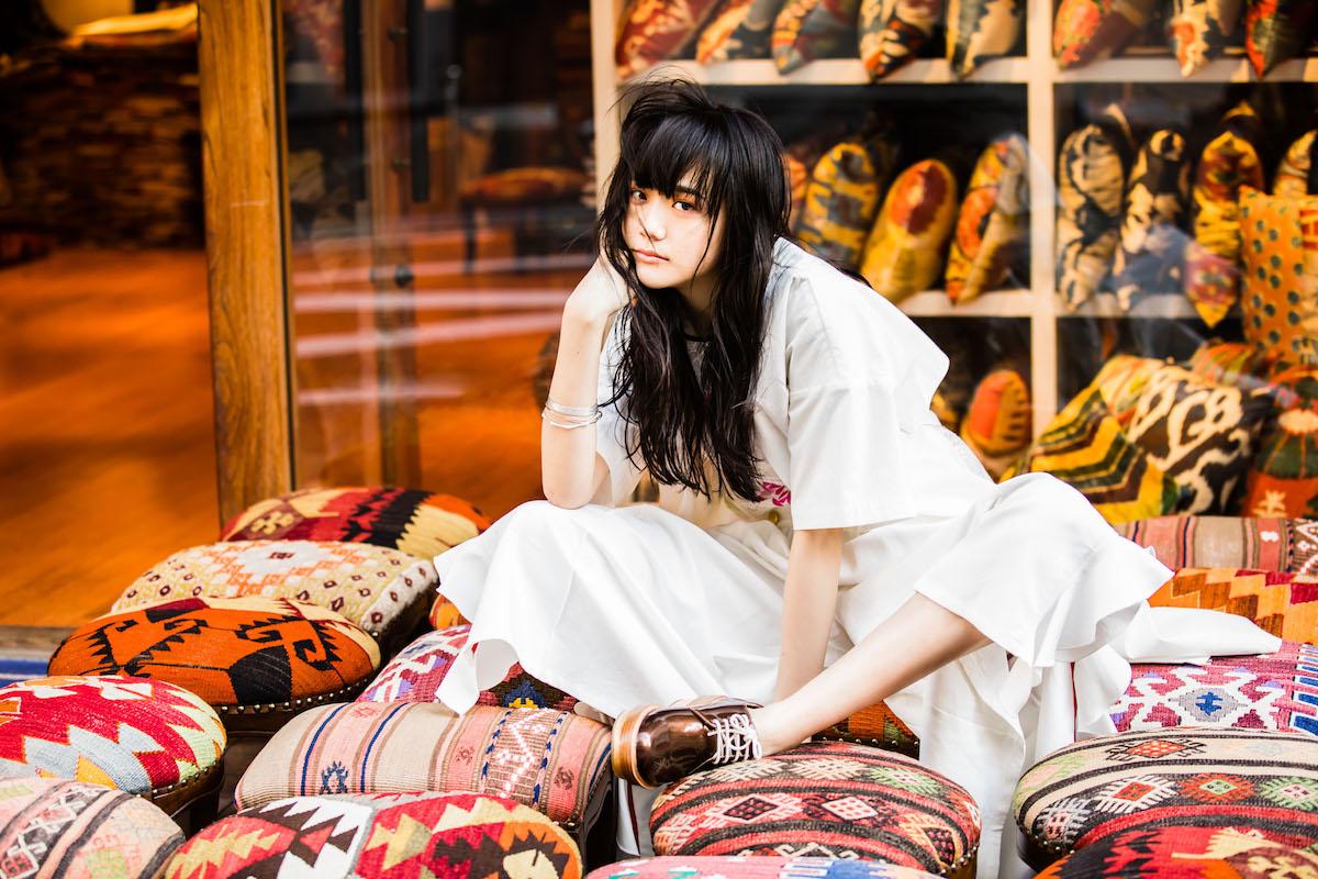 1996年12月26日生まれ。福島県出身。2009年、「ニコラ」モデルとしてデビュー。13年に「ゼクシィ」6代目CMガールを務める。14年8月から「レイ」専属モデル。現在フジテレビドラマ「ラブホの上野さん」に出演中。「ローリーズファーム(LOWRYS FARM)」が3月にスタートするガールズプロジェクト「ワタシタチ、ハタチ〜いつでもどこでも、女の子〜」のイメージキャラクターに三吉彩花とともに就任した。Model & Styling by AIRI MATSUI(AMUSE)、Photos by ISAO NAKAMURA、Hair & Make-up by HITOMI KAWASAKI(PEACE MONKEY)Special Thanks to KILIM HOUSE 青山本店(03-5467-2622)