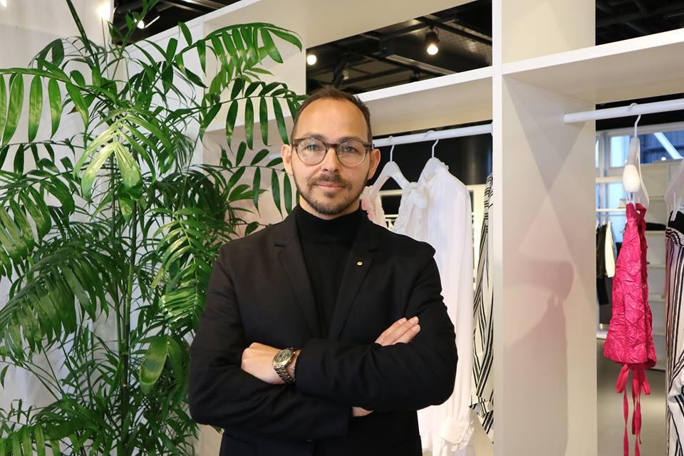 PROFILE:1974年7月28日、スウェーデン生まれ。スウェーデン語、英語、フランス語を話す。香港、アメリカで教育を受け、パリのアメリカ大学を卒業後、1996年にH&Mヘネス・アンド・マウリッツ入社。ベルギーとフランスのMD責任者や本国組織セールスサポートを経て、2006年にグローバルMD責任者に就任。09~16年H&Mノルウェーの社長を務め、17年から現職。趣味はマラソン。