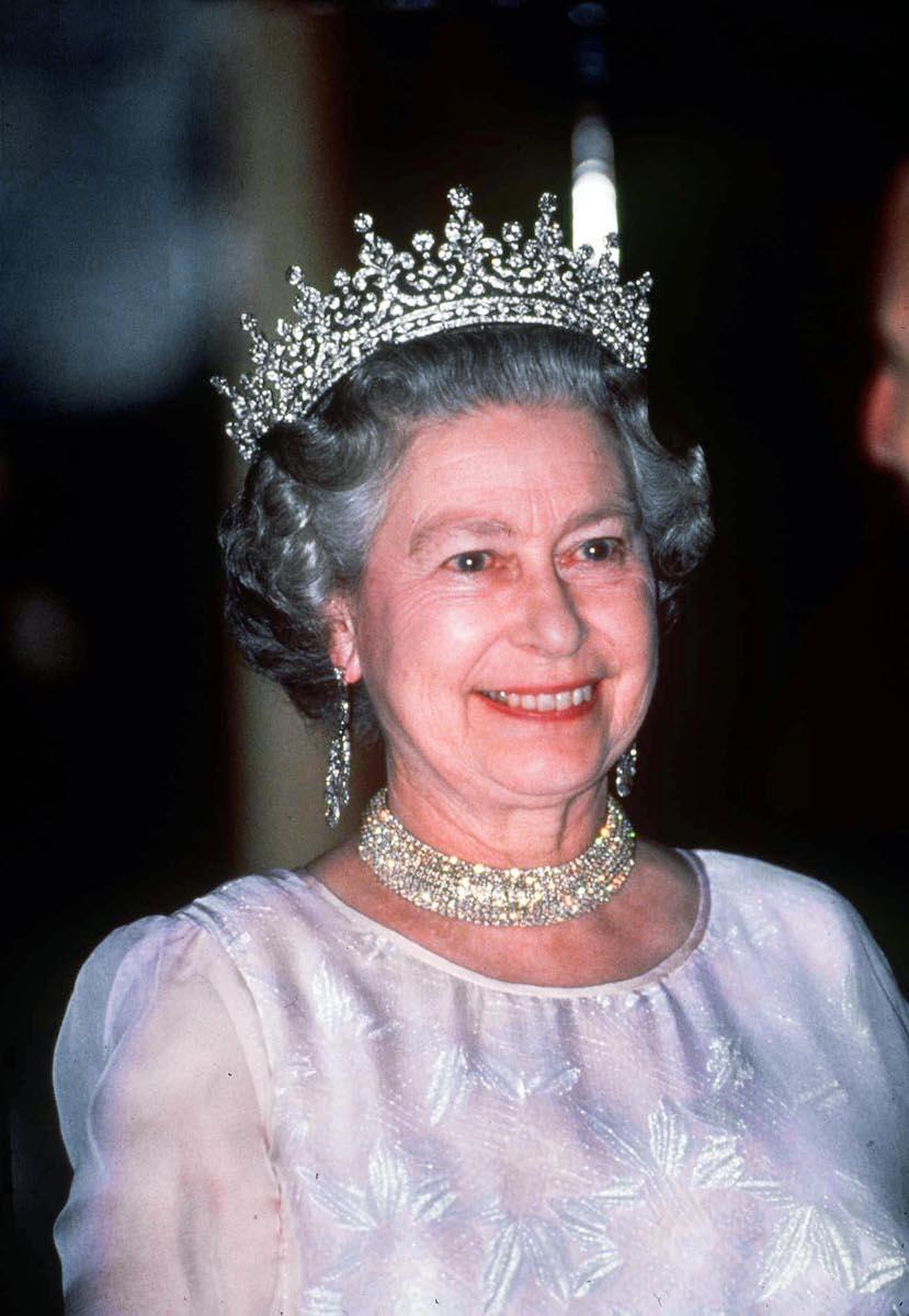 94歳の誕生日を迎えたエリザベス女王のティアラの数々 | WWDJAPAN.com